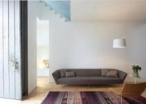 Sofá moderno de madera y cuero