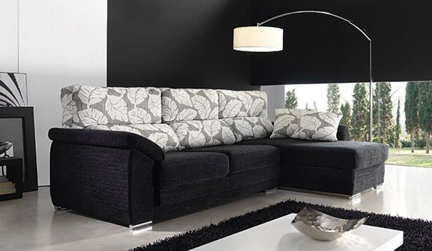 Sofá pequeño de tres plazas con acabados elegantes
