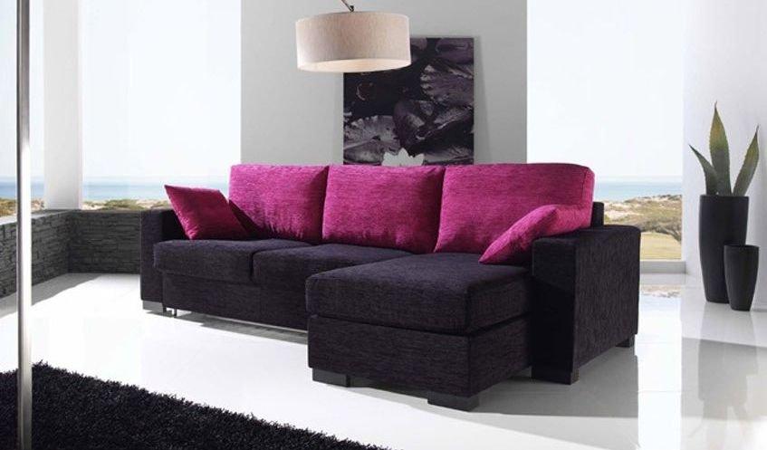 Sofá pequeño de tres plazas muy colorido