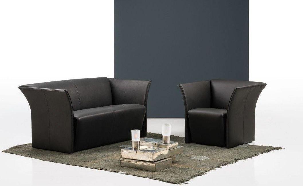 Sofá pequeño de tres plazas y estilo moderno